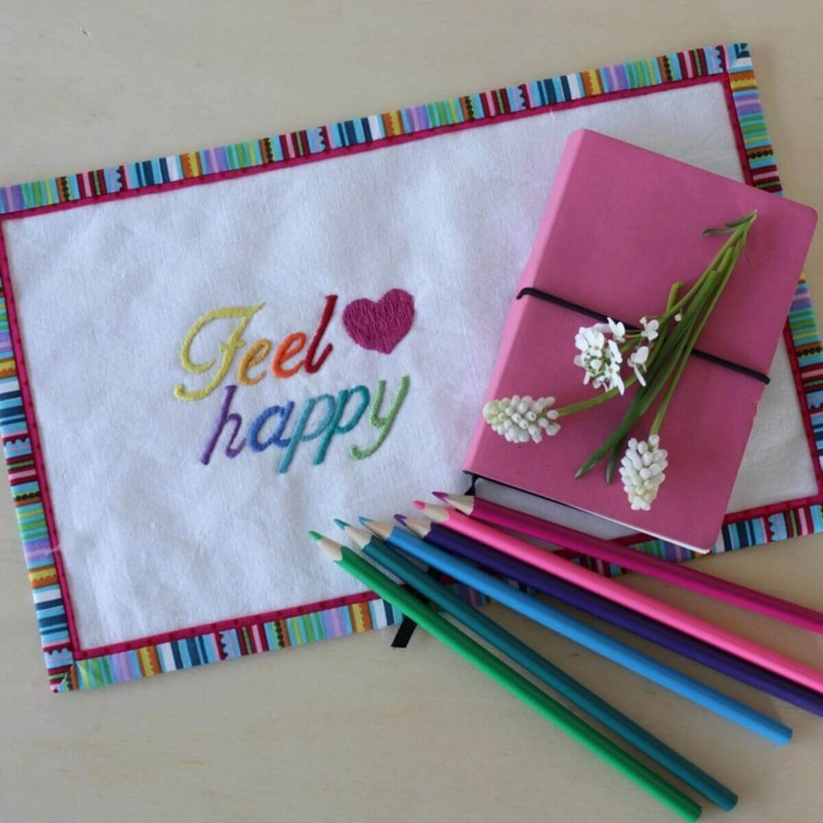 Handstick Vorlage Feel happy - Mug-Rug